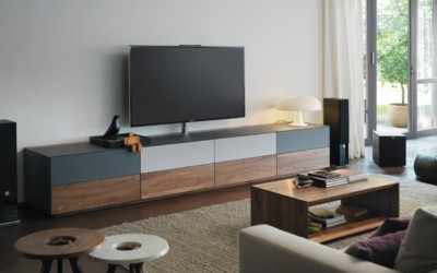 team7_multimediasideboard_glas_massivholz_nussbaum_homeentertainment_cubus_pure_1